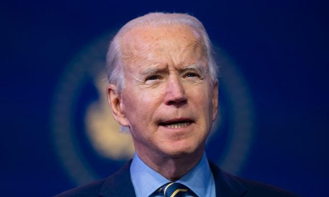 Joe Biden phát biểu tại Nhà hát Queen ở Wilmington, bang Delaware hôm 28/12. Ảnh: AFP.