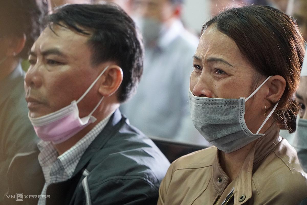 Bố mẹ Trần Nho Vương trong phiên xử chiều 7/1. Ảnh: Trần Hoá.