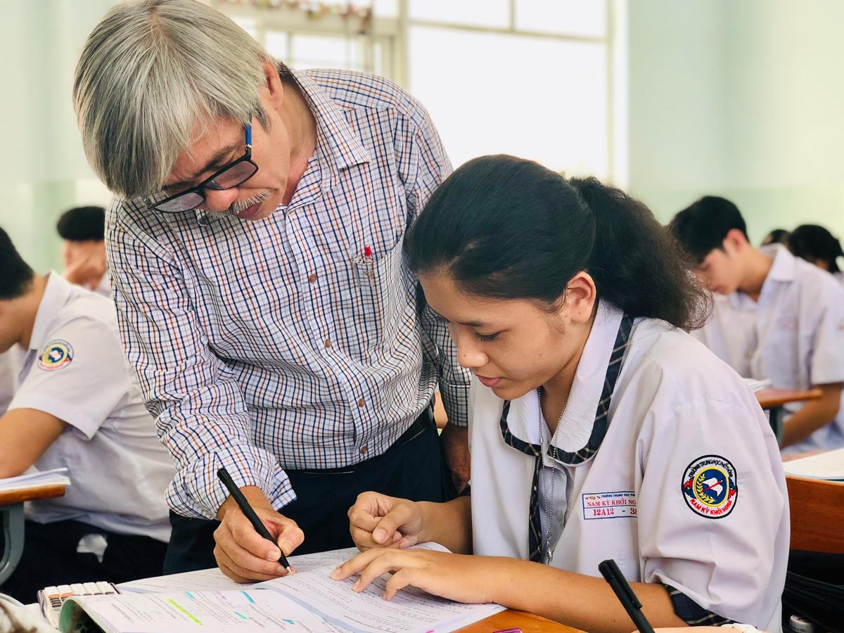 Thầy Phạm Đông Phương, giáo viên Vật lý, trường THPT Nam Kỳ Khởi Nghĩa. Ảnh: Lê Nam.
