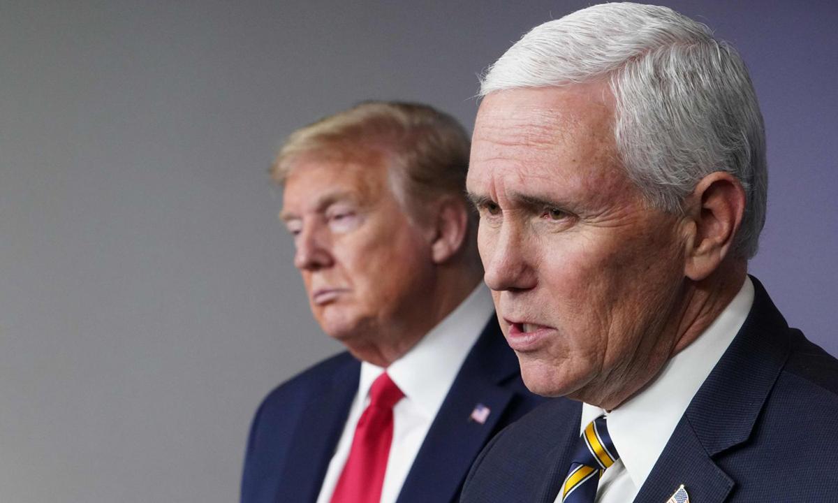 Phó tổng thống Mike Pence (phải) và Tổng thống Donald Trump trong buổi họp báo ở Nhà Trắng năm ngoái. Ảnh: AFP.