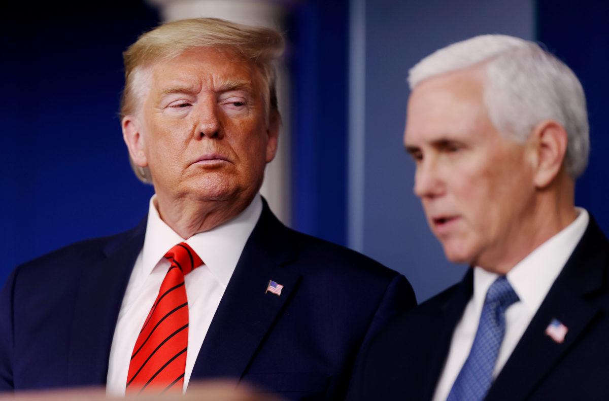 Tổng thống Trump (trái) và Phó tổng thống Mike Pence tại Nhà Trắng tháng 3/2020. Ảnh: Reuters.