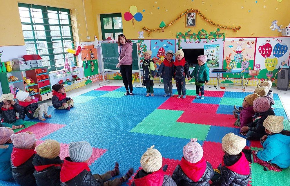 Học sinh mầm non ở điểm trường Phìn Hồ, xã Y Tý, huyện Bát Xát, Lào Cai. Ảnh: Báo Lào Cai