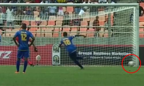 Cầu thủ chạy chậm như rùa khi sút penalty - 2