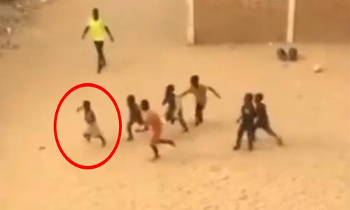 Cầu thủ chạy chậm như rùa khi sút penalty - 1