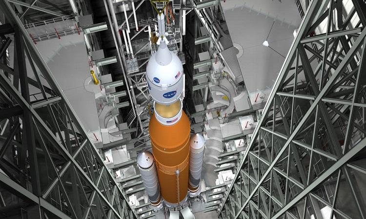 Tên lửa SLS ở Trung tâm vũ trụ Stennis. Ảnh: NASA.