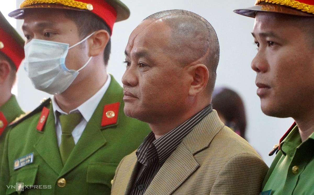Bị cáo Đỗ Văn Minh nghe tuyên án. Ảnh: Trần Hoá.