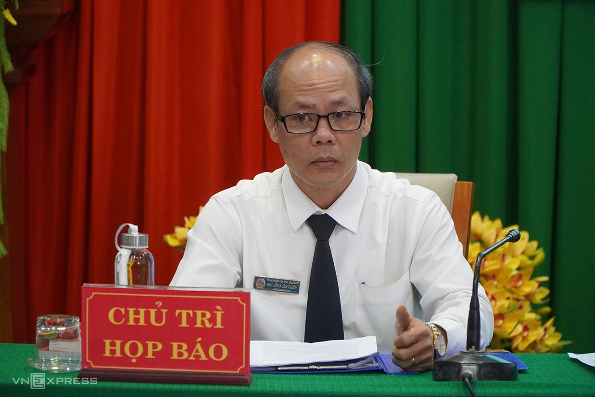 Ông Nguyễn Xuân Chiến, chủ trì buổi họp báo sáng 8/1. Ảnh: Trần Hoá.