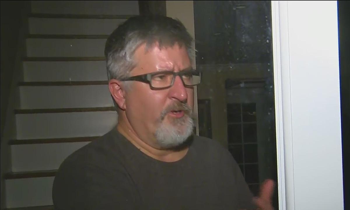 Brad Rukstales trả lời phỏng vấn tại nhà riêng hôm 7/1. Ảnh: CBS Chicago