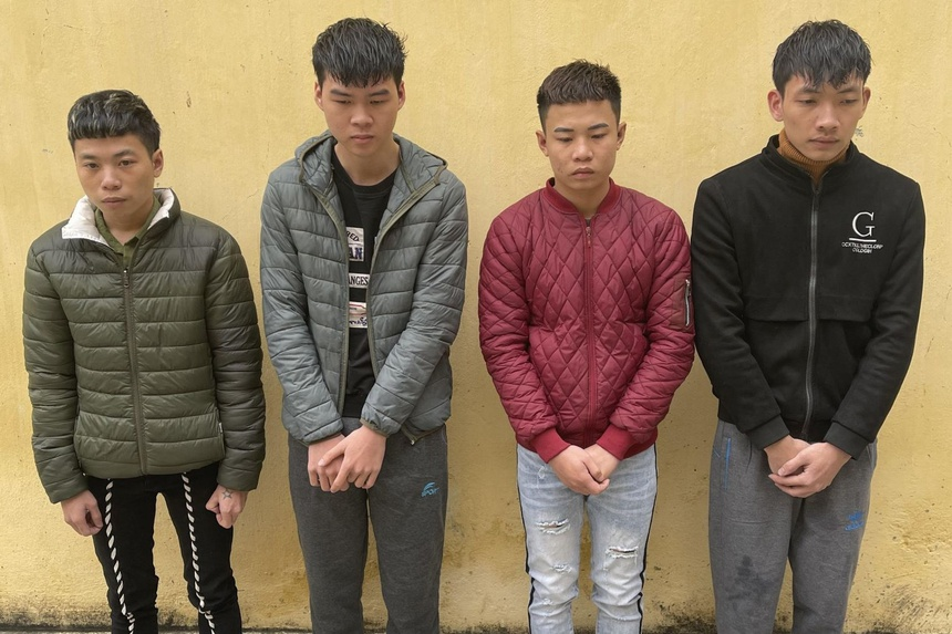Các nghi can Đỗ Xuân Quang, Đỗ Đức Trung, Đỗ Ngọc Trung và Phạm Trung Anh (từ trái qua phải). Ảnh: Lam Sơn.