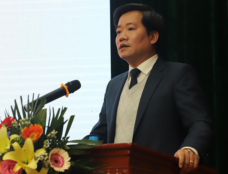Ông Nguyễn Hoàng Linh báo cáo về các kết quả hoạt động năm 2020. Ảnh: HA.