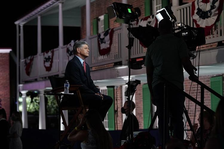 Người dẫn chương trình kênh Fox News Sean Hannity. Ảnh: NYTimes.