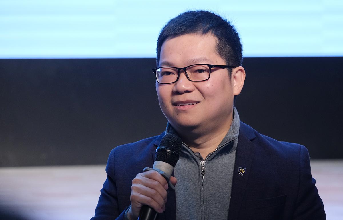 TS Nguyễn Chí Hiếu chia sẻ tại hội thảo do trường Phổ thông liên cấp Olympia tổ chức ngày 9/1. Ảnh: Dương Tâm.