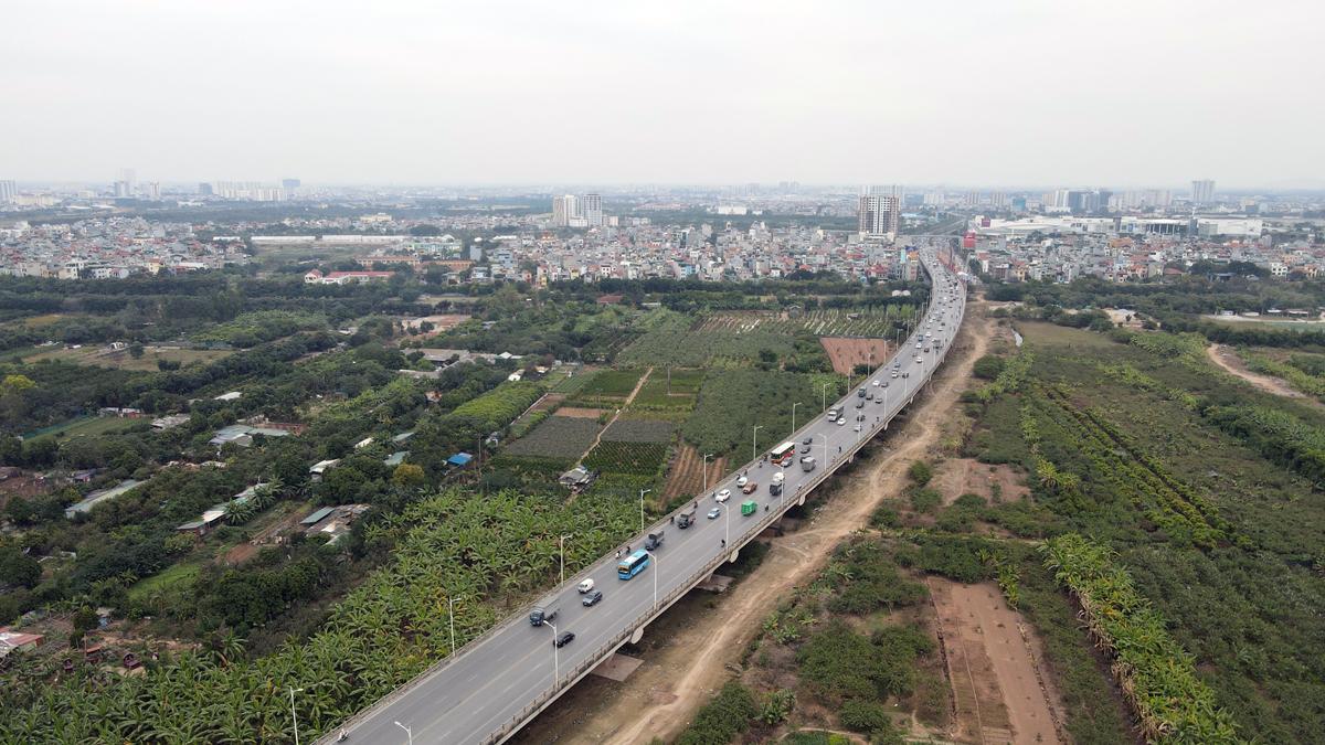Cầu Vĩnh Tuy giai đoạn 1 được hoàn thành 10 năm trước. Ảnh: Văn Lộc.