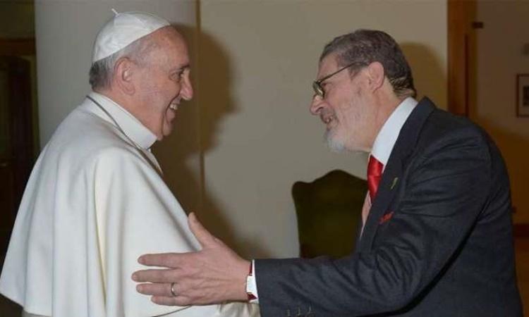 Giáo hoàng Francis (trái) và bác sĩ Fabrizio Soccorsi. Ảnh: Catholic News Agency.