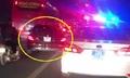 CSGT dùng loa chấn chỉnh ôtô đi lấn làn xe máy