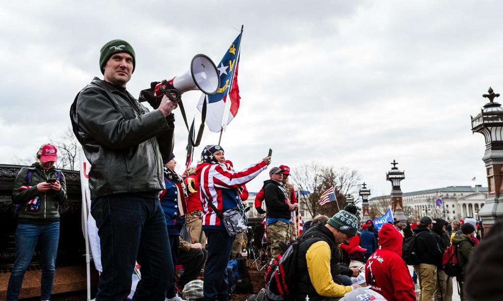 Đám đông ủng hộ Trump tập trung trước tòa nhà quốc hội Mỹ ở thủ đô Washington hôm 6/1. Ảnh: AFP.
