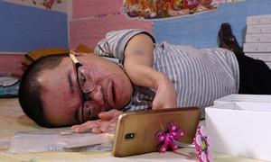 Chàng trai 'Sọ Dừa' bán hàng online