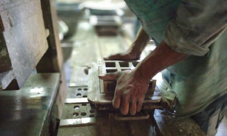 Gạch ngói có nguồn gốc từ carbon trong không khí ô nhiễm. Ảnh: Carbon Craft Design.