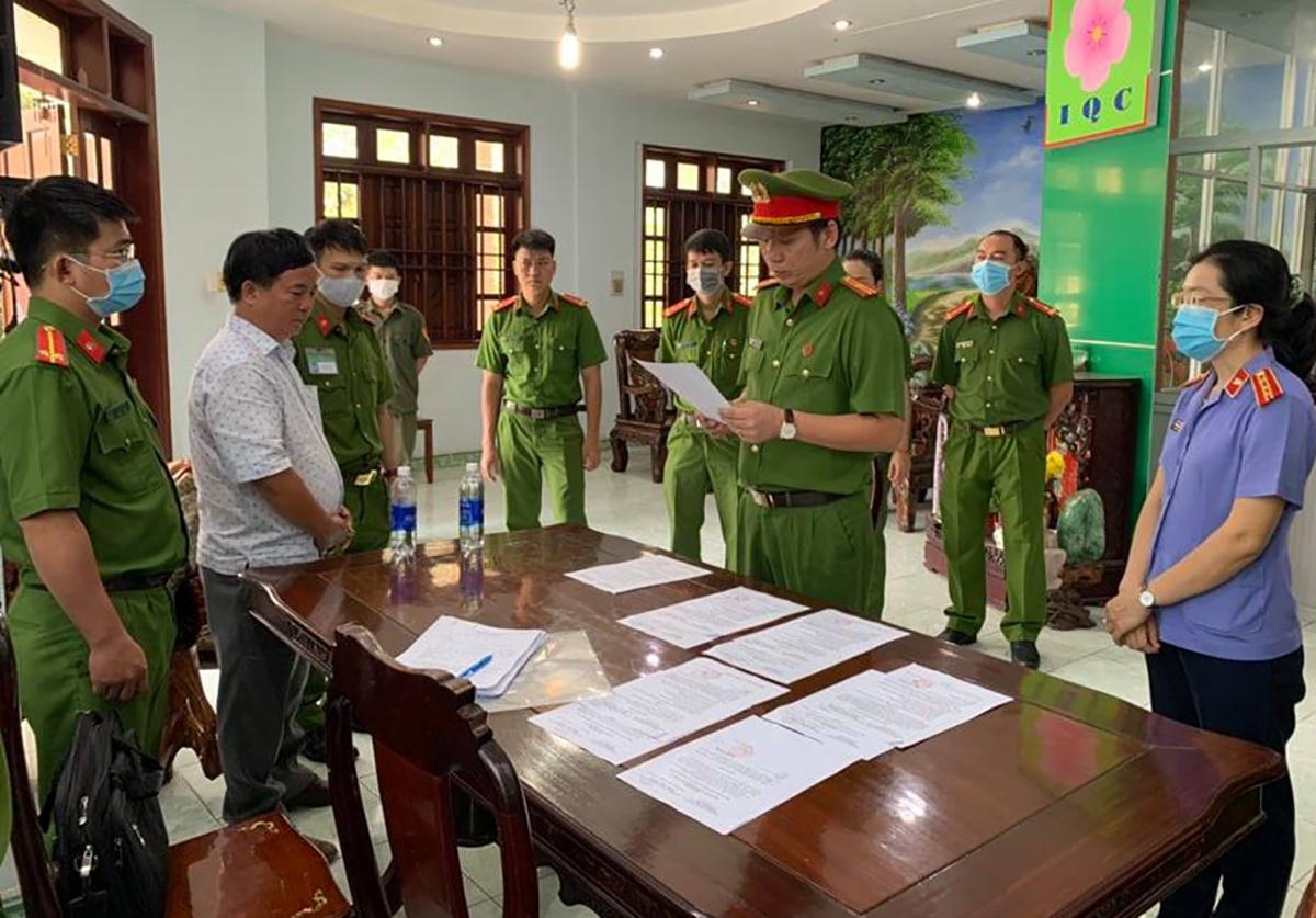 Qúy bị Cơ quan cảnh sát điều tra đọc lệnh khởi tố, bắt tạm giam 4 tháng. Ảnh: Yên Khánh
