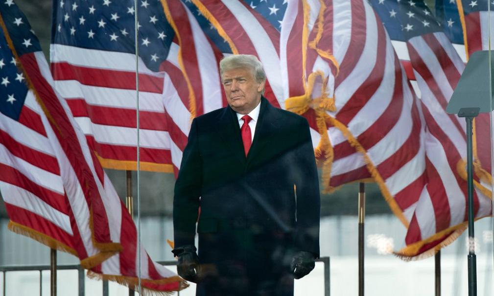 Tổng thống Mỹ Donald Trump chuẩn bị phát biểu trước đám đông ủng hộ gần Nhà Trắng hôm 6/1. Ảnh: AFP.