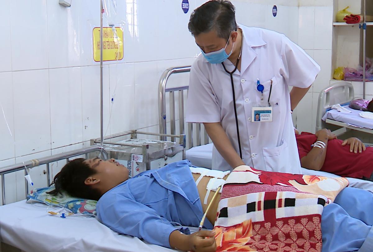 Bệnh nhân đang được chăm sóc tại viện. Ảnh: Long Hồ