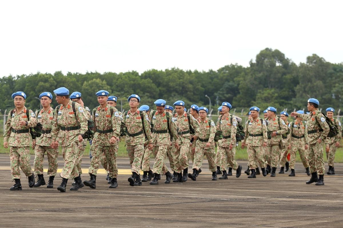 Các sĩ quan, chiến sĩ của Bệnh viện dã chiến số 2 lên đường sang Nam Sudan, tháng 11/2019. Ảnh: Gia Chính