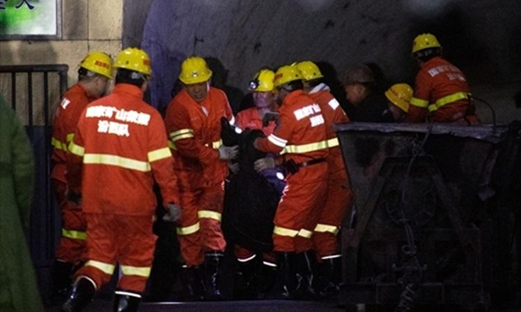 Lực lượng cứu hộ tại hiện trường một vụ nổ mỏ than ở Quý Châu, Trung Quốc tháng 11/2019. Ảnh: Global Times.