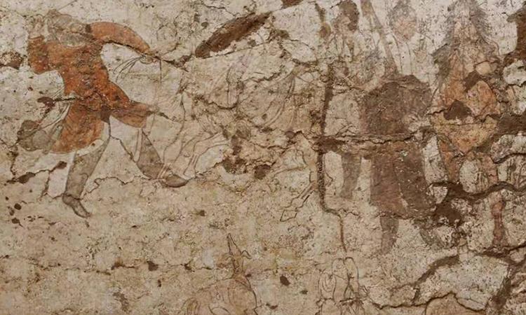 Tranh tường mô tả cảnh huấn luyện ngựa. Ảnh: CNS.