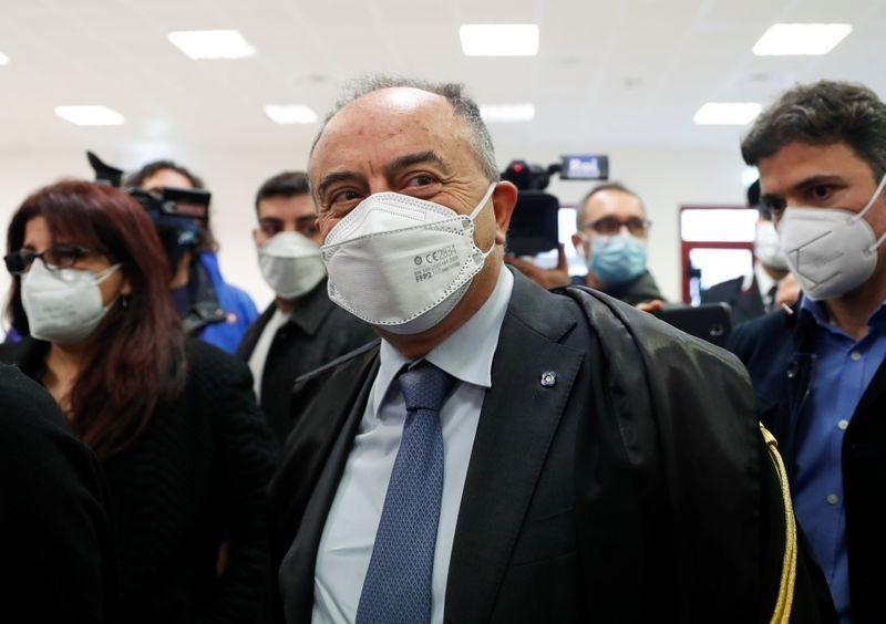 Công tố viên chống mafia Nicola Gratteri tại phiên xét xử. Ảnh: Reuters
