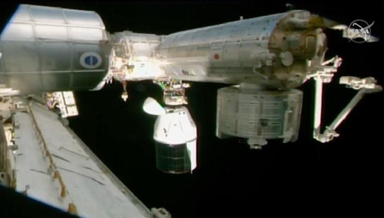 Tàu SpaceX khi ghép nối với ISS. Ảnh: NASA.