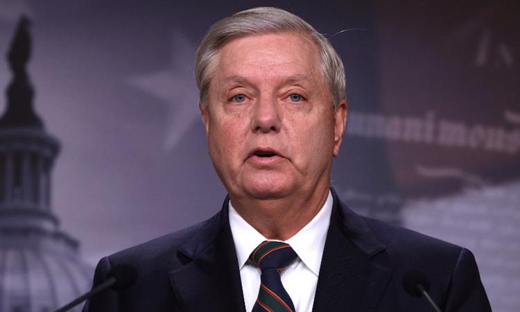 Nghị sĩ đảng Cộng hòa Lindsey Graham phát biểu tại cuộc họp báo ở quốc hội hôm 7/1. Ảnh: AFP.