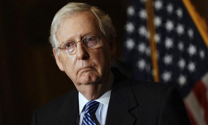 Lãnh đạo phe Cộng hòa tại Thượng viện Mitch McConnell tại tòa nhà quốc hội Mỹ ở Washington hôm 8/12/2020. Ảnh:AFP.