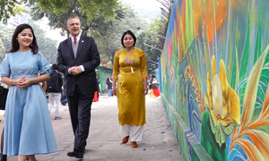 Bức tranh tường phát sáng lớn nhất Việt Nam