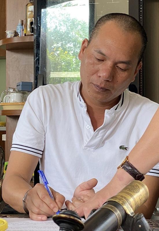 Ông Thịnh làm việc với cảnh sát sáng 17/1. Ảnh: Hắc Minh.