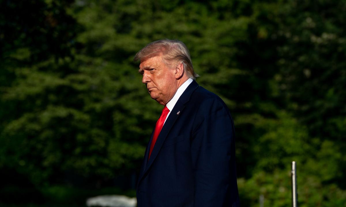 Tổng thống Donald Trump tại bãi cỏ phía nam Nhà Trắng hồi tháng 7 năm ngoái. Ảnh: NYTimes.