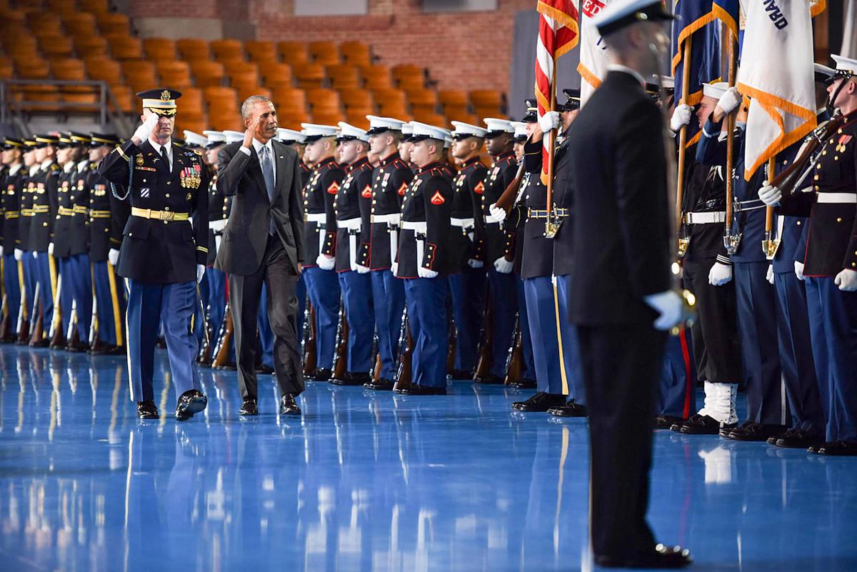 Obama tạm biệt quân đội Mỹ trong buổi lễ ngày 4/1/2017 tại căn cứ liên hợp Myer-Henderson Hall ở Virginia. Ảnh: US Army.