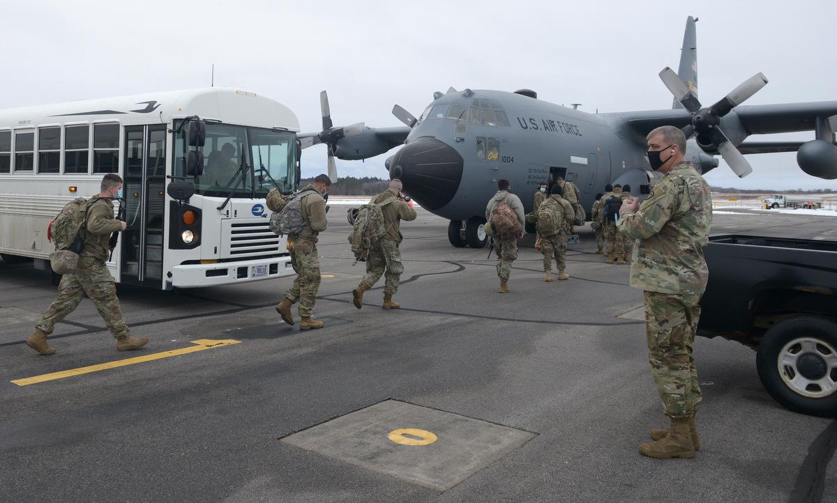 Vệ binh Quốc gia bang Minnesota triển khai đến thủ đô Washington hôm 16/1. Ảnh: Bộ Quốc phòng Mỹ.