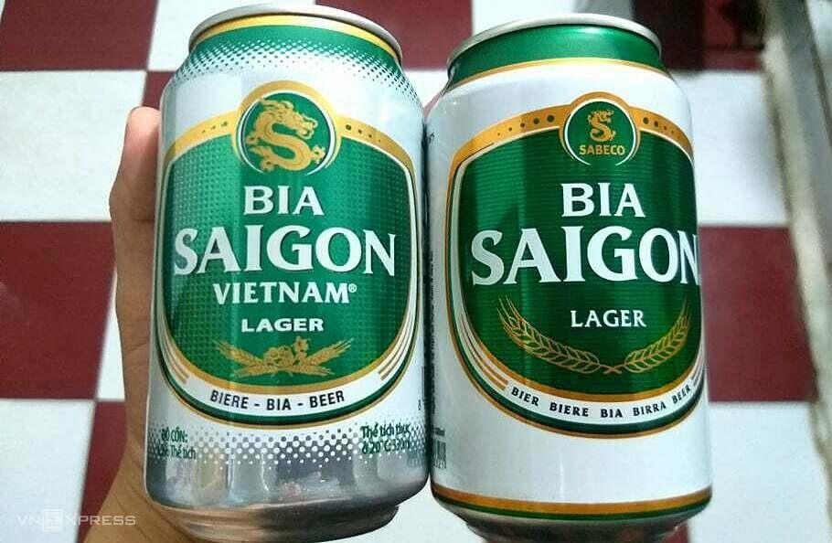 Sản phẩm Bia Saigon Vietnam (bên trái) và Bia Saigon của Sabeco. Ảnh: Thi Hà.