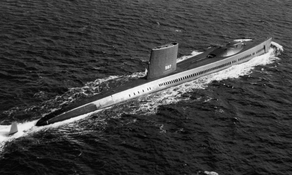 Tàu ngầm USS Halibut di chuyển trên Thái Bình Dương năm 1968. Ảnh: US Navy.