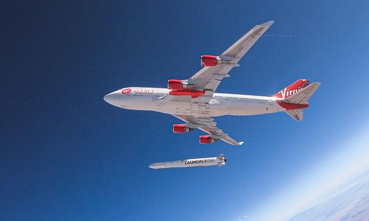 Tên lửa LauncherOne tách khỏi máy bay. Ảnh: Virgin Orbit.