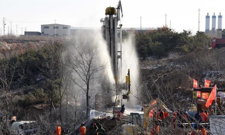Lực lượng cứu hộ làm việc tại  hiện trường vụ nổ mỏ vàng ở tỉnh Sơn Đông, Trung Quốc hôm 17/1. Ảnh: Xinhua.