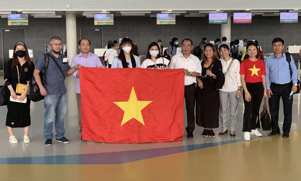Công dân Việt Nam tại Morocco trước khi lên đường về nước ngày 23/7/2020. Ảnh: Bộ Ngoại giao.