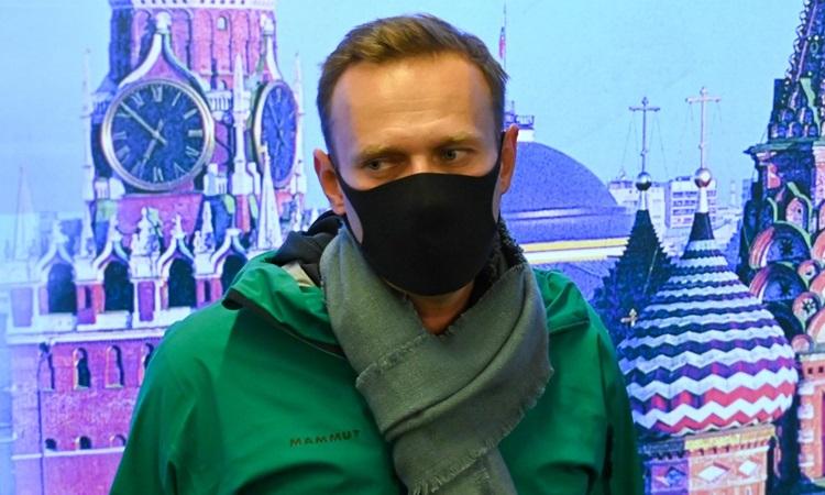 Thủ lĩnh đối lập Nga Alexei Navalny tại sân bay Sheremetyevo ở Moskva hôm 17/1. Ảnh: AFP.
