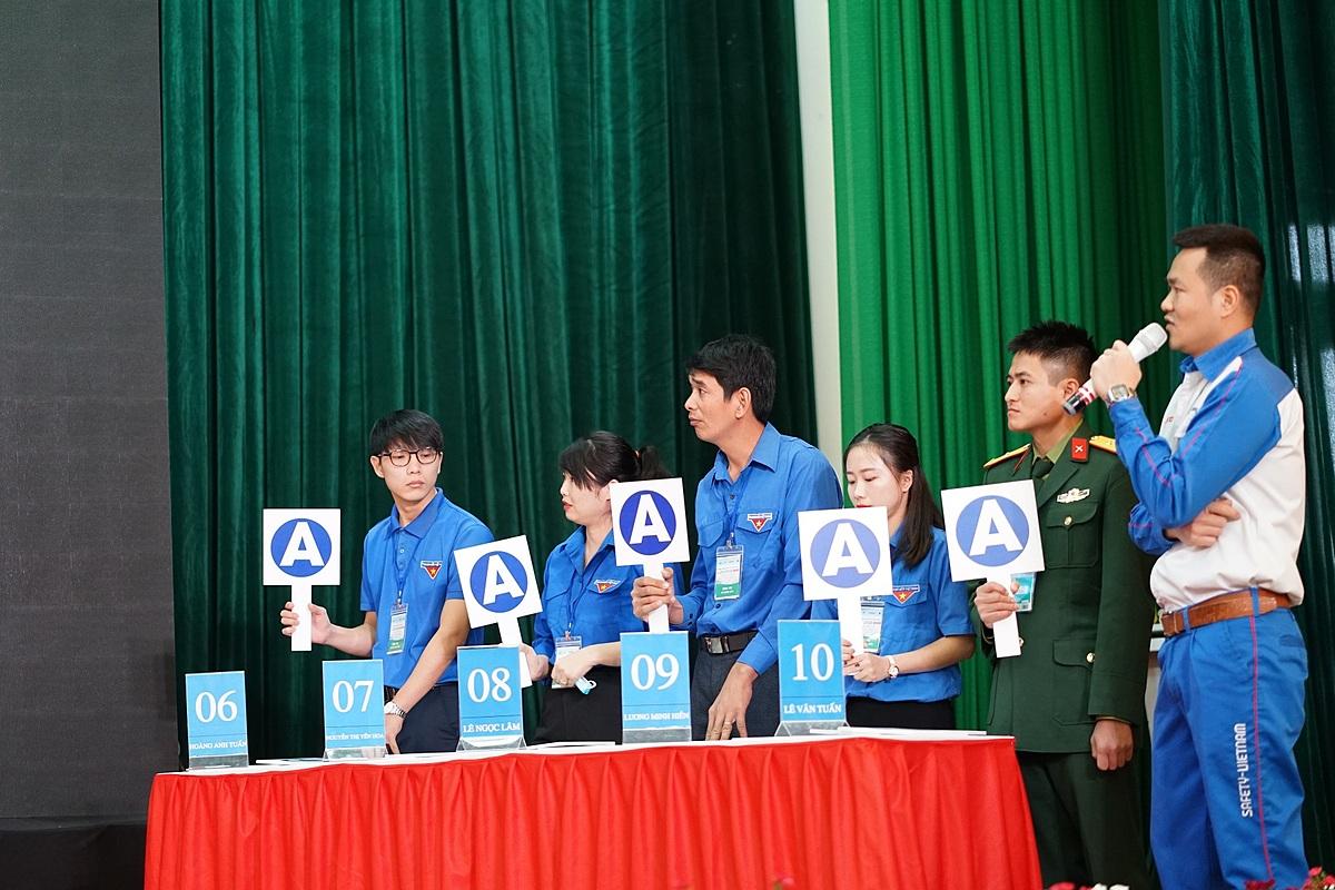 Thí sinh tham gia phần thi trắc nghiệm về luật giao thông. Ảnh: Honda Việt Nam.