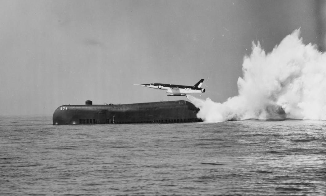 Tên lửa Regulus II được phóng từ một tàu ngầm trên Thái Bình Dương năm 1958. Ảnh: US Navy.