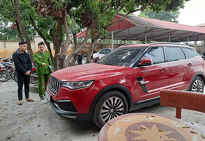 Chiếc ôtô bị bắn của Dương Minh Tuyền. Ảnh: Công an cung cấp.
