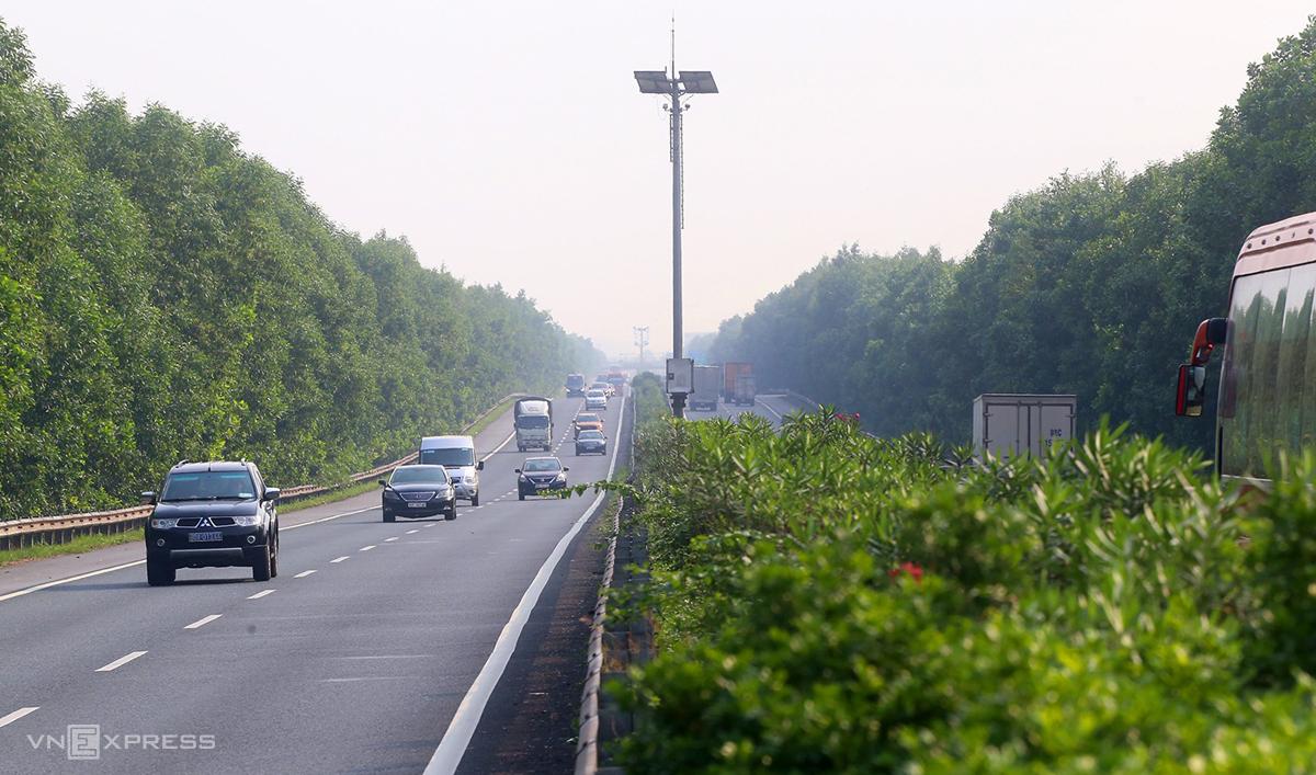 Tuyến cao tốc Hà Nội-Cầu Giẽ-Ninh Bình sẽ hạn chế, cấm xe tải trọng từ 10 tấn, xe khách 24 chỗ. Ảnh: Bá Đô