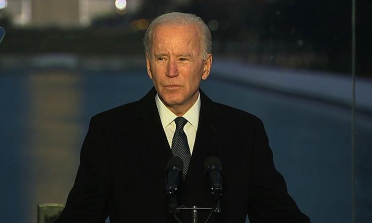 Phó tổng thống đắc cử Mỹ Joe Biden tại lễ tưởng niệm các nạn nhân Covid-19 ở thủ đô Washington. Ảnh: CNN.