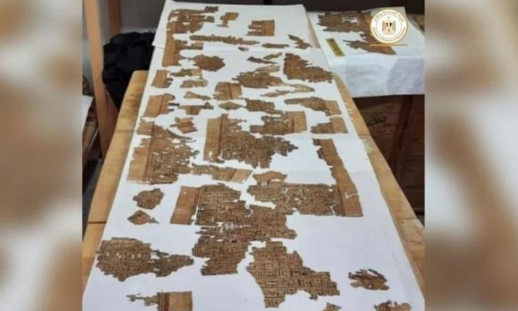 Cuộn giấy cói bị rách sau hàng nghìn năm nằm dưới mộ sâu. Ảnh: Bộ Cổ vật Ai Cập.