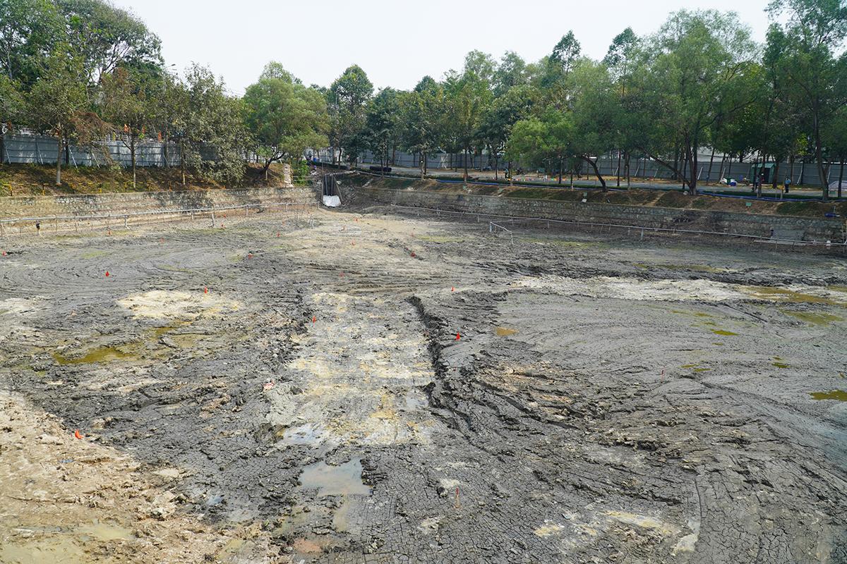 Khu vực hồ cổng 2 sau khi xử lý sạch dioxin nằm giữa trung tâm TP Biên Hòa, bên cạnh sân bay. Ảnh: Phước Tuấn